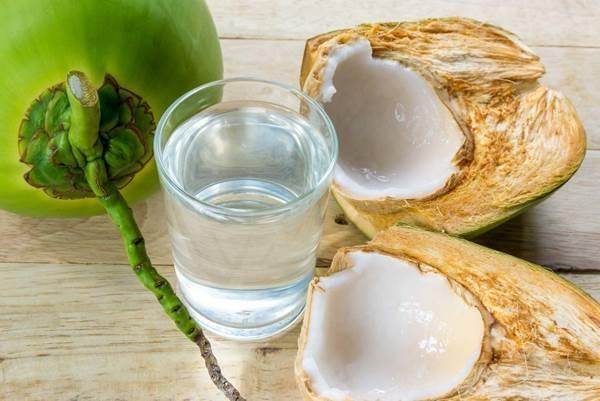 Uống nước dừa đúng cách