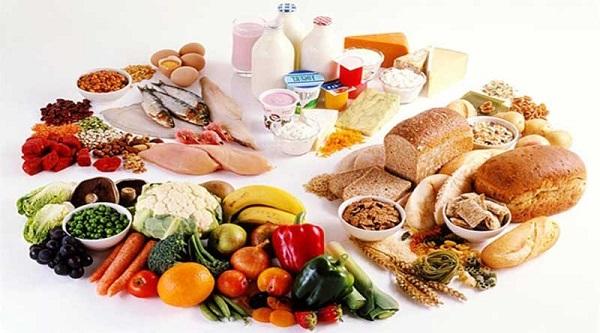 Tránh cho trẻ ăn thực phẩm cay nóng, thực phẩm đóng hộp