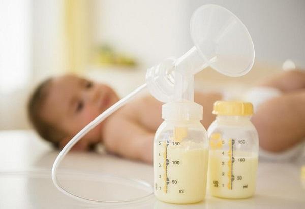 Sữa mẹ có thể vắt bằng máy vắt sữa
