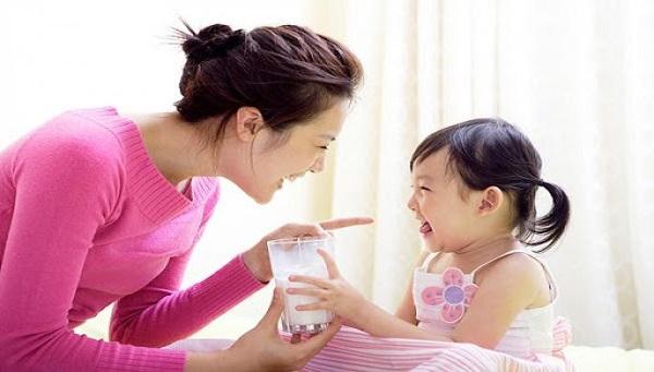 Bổ sung canxi cho trẻ chậm mọc răng đúng cách
