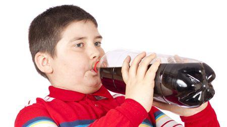 Đừng để nước ngọt có gas làm con bạn thấp lùn!