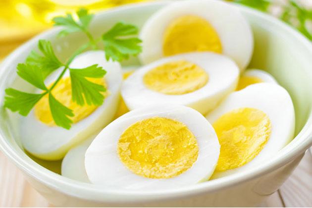 Lòng trắng hay lòng đỏ trứng gà bổ dưỡng hơn?
