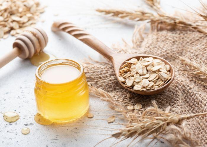 Sữa ong chúa và bột yến mạch làm trắng da